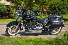 Стамбул; ТУРЦИЯ, 8-ое августа 2018: Совершенно новый светлый черный мотоцикл с улицей Harley-Davidson делюкс стоковое фото rf