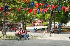 СТАМБУЛ, ТУРЦИЯ - 3-ье августа 2016: Квадрат Sultanahmet популярное туристское место с многочисленными ориентир ориентирами стоковое фото rf