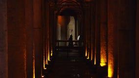 СТАМБУЛ, ТУРЦИЯ, 3-ЬЕ ИЮНЯ 2017: Цистерна базилики хранения грунтовой воды сток-видео
