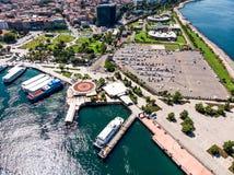 Стамбул, Турция - 23-ье мая 2018: Воздушный взгляд трутня автостоянки Kadikoy Стоковое Фото