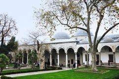 Стамбул, Турция - 22-ое ноября 2014: Двор дворца Topkapi, того был основной резиденцией султанов тахты Стоковое Изображение