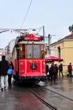 Стамбул, Турция - 23-ье ноября 2014: Красный трамвай на улице Istiklal в Стамбуле Стоковое Изображение