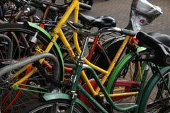 Станция автостоянки велосипеда в Амстердаме, Нидерландах Стоковая Фотография