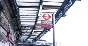 Станция Ватерлоо автобусной остановки - Лондон Англия Великобритания стоковые фотографии rf
