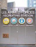 Станция вооруженных сил страны США завербовывая на Таймс площадь Нью-Йорке стоковые фотографии rf