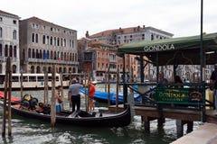 Станция гондолы в Венеции - Италии Стоковые Изображения