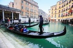 Станция гондолы в канале воды Венеции Стоковая Фотография RF