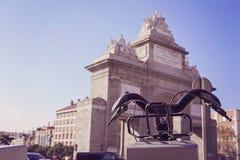 Станция городских велосипедов для ренты, в городе Мадрида Стоковая Фотография