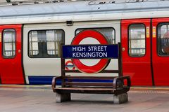Станция метро Лондона - поезд стоковые фотографии rf