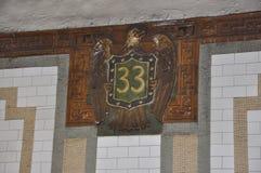 Станция метро подписывает внутри более низко Манхаттан от Нью-Йорка в Соединенных Штатах стоковые изображения