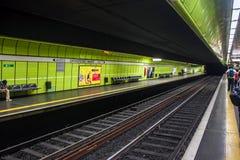 Станция метро рельса города Стоковые Изображения RF
