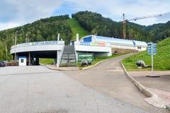 Станция подвесного подъемника в журнале бобра парка потехи Krasnoyarsk Россия Стоковое Фото