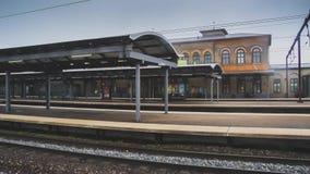 Станция Роскилле в Дании захватила с гипер методом упущения, камера двигает косое и распечатывает здание бушеля станции Роскилле видеоматериал