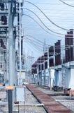 Станция угольной электростанции и ноча завода цемента Стоковое Изображение