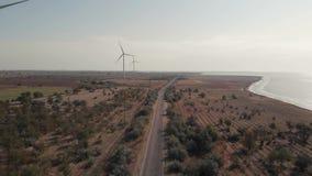 Станция энергии ветра на полях около моря сток-видео