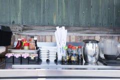 Станция Condiment внешний ресторан Стоковое Изображение
