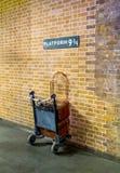 Станция 9 3/4 Ptattform на statoon креста ` s короля - Гарри Поттере Стоковая Фотография