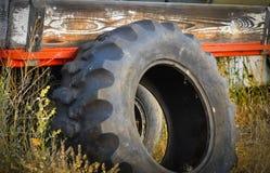 Старая автошина тележки Стоковая Фотография