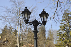 Старая лампа в парке от курорта Sinaia в Румынии Стоковое фото RF