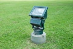 Старая лампа на зеленой траве Стоковое фото RF