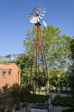 Старая античная ветрянка Aermotor используемая для того чтобы нагнести воду Стоковое Изображение RF