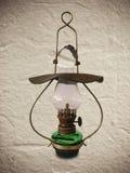 Старая античная масляная лампа Стоковые Фотографии RF