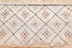 Старая, античная мозаика малых покрашенных плиток с геометрической картиной стоковое фото rf
