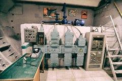 Старая аппаратура регулирования в укрытии бомбы Стоковые Фото