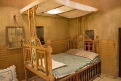 Старая аравийская деревянная кровать в арабской хате Стоковое фото RF