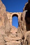 Старая арка на пути водя к саммиту Mt Синай, Египет Стоковое Изображение RF