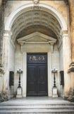 Старая архитектура Германии Дверь роскошного античного здания стоковое изображение
