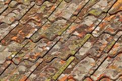 старая ая черепицей крыша Стоковое Изображение RF