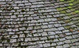 Старая ая черепицей крыша Стоковые Фото