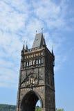 Старая башня моста городка на известном Карловом мосте в Праге Стоковая Фотография RF