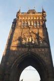 Старая башня моста городка на одном конце Карлова моста, реки Влтавы Стоковые Изображения