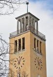 Старая башня с часами в городе Стоковое Изображение RF