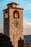 Старая башня с часами в городке бара стоковая фотография rf