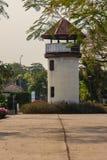 Старая башня тюремного офицера которая построила с кирпичом, древесиной и красным цветом Стоковые Изображения