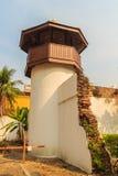 Старая башня тюремного офицера которая построила с кирпичом, древесиной и красным цветом Стоковое Фото