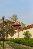 Старая башня тюремного офицера которая построила с кирпичом, древесиной и красным цветом Стоковая Фотография RF