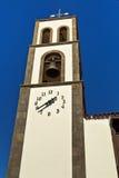 Старая башня церковного колокола против голубого неба Стоковая Фотография RF