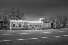 Старая бензоколонка в Benton - BENTON, США - 29-ОЕ МАРТА 2019 стоковые фотографии rf