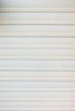Старая белая пластмасса обшивает панелями предпосылку Стоковое Изображение RF