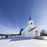 Старая белая церковь страны в снеге Стоковые Фото