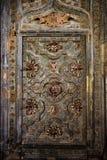 Старая богато украшенная дверь собора Хероны стоковое фото