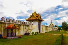 Старая большая дверь стены города в Таиланде Стоковые Фотографии RF