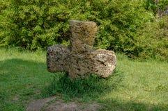 Старая большая каменная перекрестная трава Стоковое Изображение RF