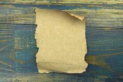Старая бумага на голубой деревянной предпосылке Стоковое Изображение RF
