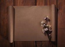 Старая бумага на деревянной предпосылке Стоковое фото RF