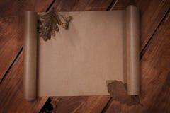 Старая бумага на деревянной предпосылке Стоковые Изображения RF